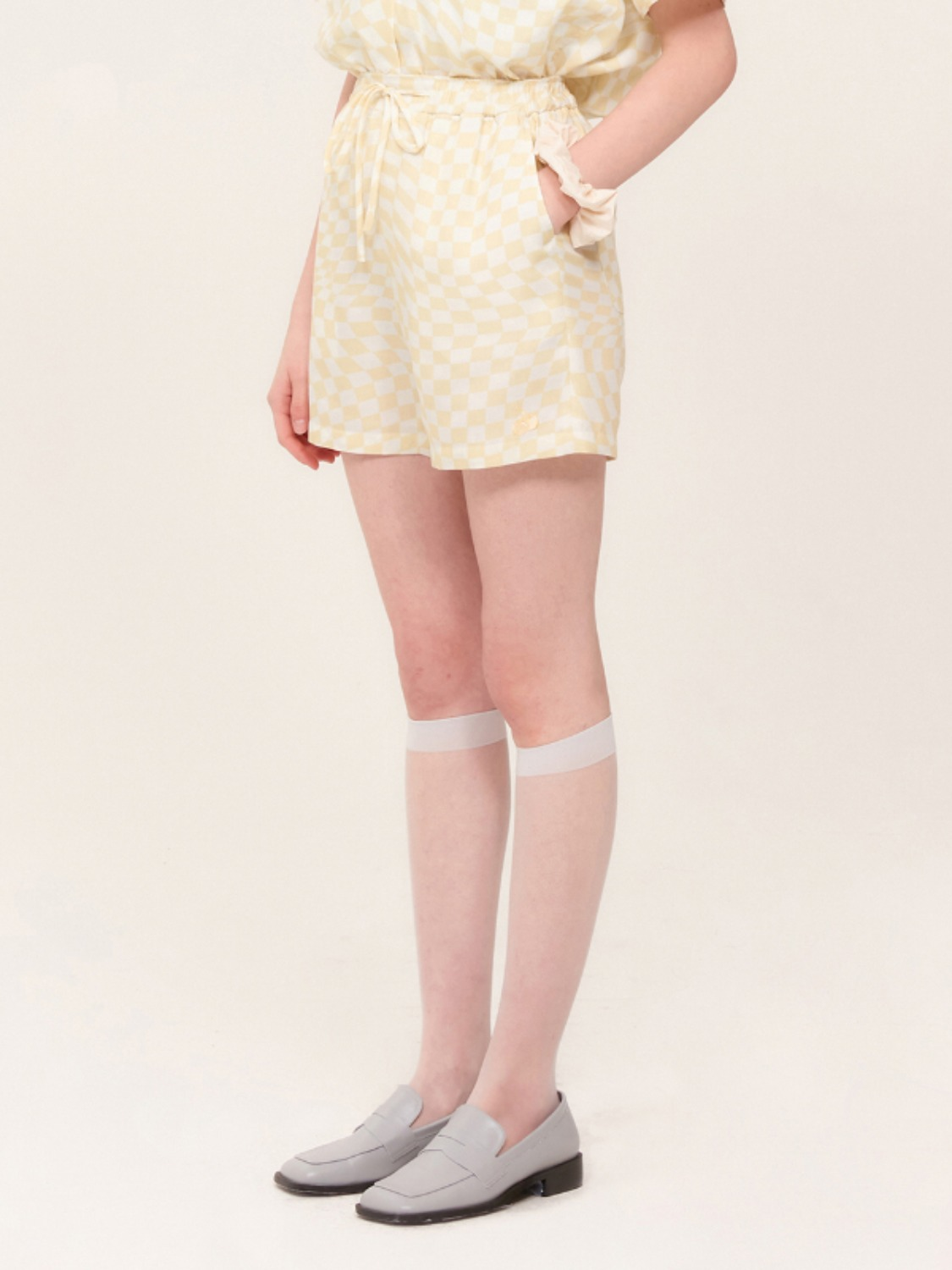 (4월 27일 예약발송)TONE ON TONE CHERRY CHECK PATTERN PANTS KH [YELLOW]